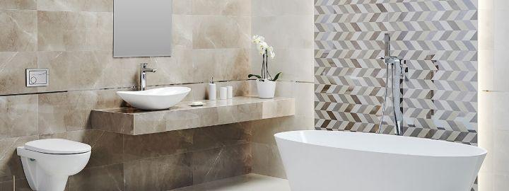 Beżowa łazienka z wanną wolnostojącą