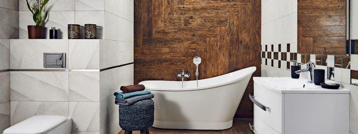 Nowoczesna łazienka z drewnem na ścanie