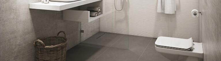 Jakie płytki podłogowe dobrać do małej łazienki?