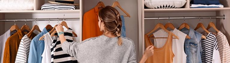 10 akcesoriów, które pomogą ci utrzymać porządek w szafie