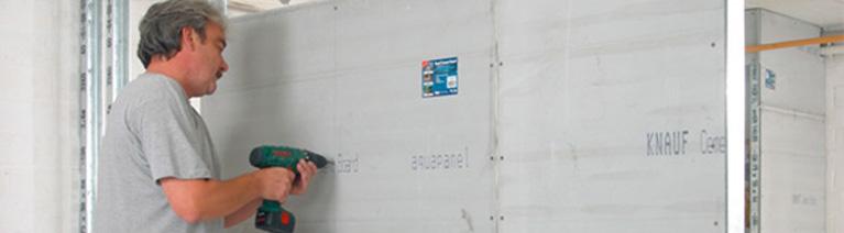 Stawianie ściany z karton gipsu.