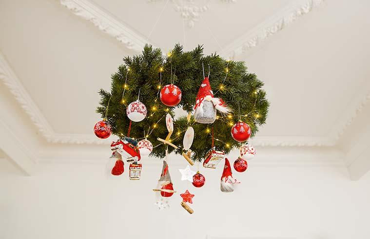 Wiszący wieniec świąteczny